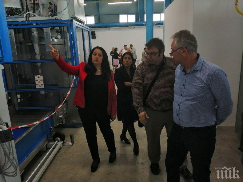 Кандидатът за евродепутат от ГЕРБ Лиляна Павлова откри в Сливен най-голямото перално стопанство в Източна Европа