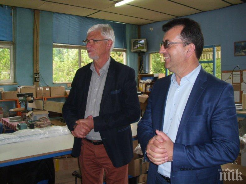Асим Адемов в Тетевенско: Никога българското образование не е получавало толкова много средства, колкото при ГЕРБ и Бойко Борисов (СНИМКИ)