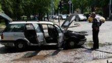 ОГНЕН УЖАС: Кола пламна до училище в Пловдив (СНИМКИ)