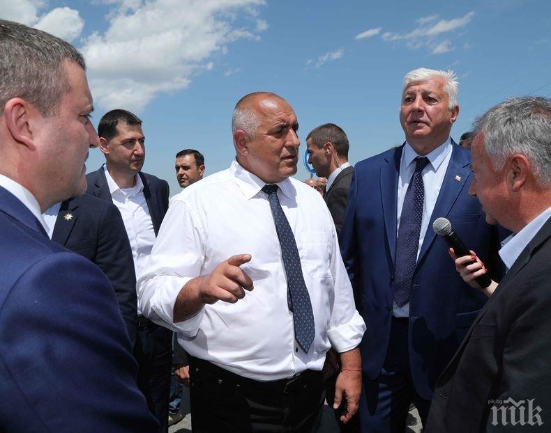 ПЪРВО В ПИК TV: Борисов в Поморие захапа остро БСП и Йончева: Ние строим пътища, а те къщи за гости (ОБНОВЕНА)