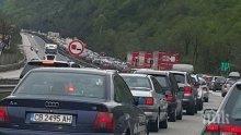 """ПЪРВО В ПИК! Жестока тапа на магистрала """"Тракия"""" - катастрофа под дъжда блокира движението (ВИДЕО/СНИМКИ)"""
