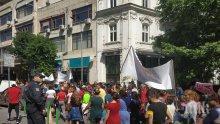 """Фиаско за """"Костинброд 2"""": Ето какво оставиха циганите след опита за бунт в Бургас - българското знаме стъпкано на площада (СНИМКИ)"""