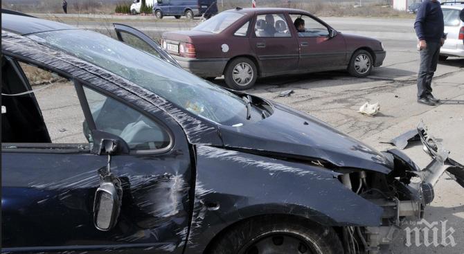 ГРЕДА: Автоджамбазин открадна автомобил и катастрофира при гонка с полицията