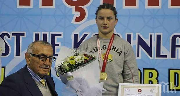 КЪРВАВА ДРАМА: Наша голяма шампионка по борба опита да се самоубие! Биляна Дудова си преряза вените с кухненски нож