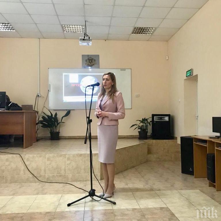 Ангелкова пред ученици в Пирдоп: Подготовката в професионалните гимназии по туризъм е ключова за развитието на сектора