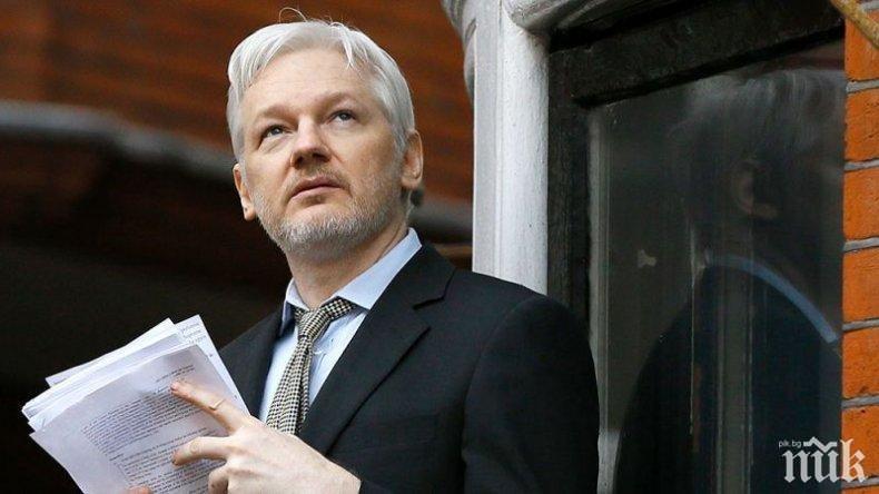 САЩ повдигна 17 нови обвинения срещу Джулиан Асандж