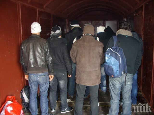 В Босна и Херцеговина заловиха мигранти, скрити в камиони от България и Молдова
