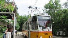 ИЗВЪНРЕДНО! Трамвай №10 се запали в движение