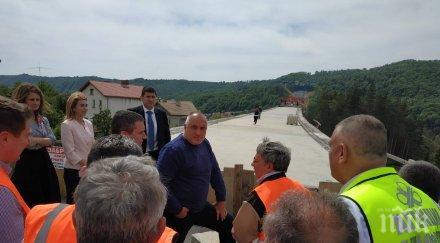ПЪРВО В ПИК TV: Борисов продължава обиколките и проверките на строежите: Нова техника и отлична работа! (ОБНОВЕНА/СНИМКИ)
