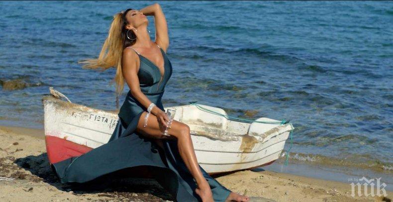 ОТКРИ СЕЗОНА: Глория се изнесе към вилата си в Гърция (СНИМКИ)