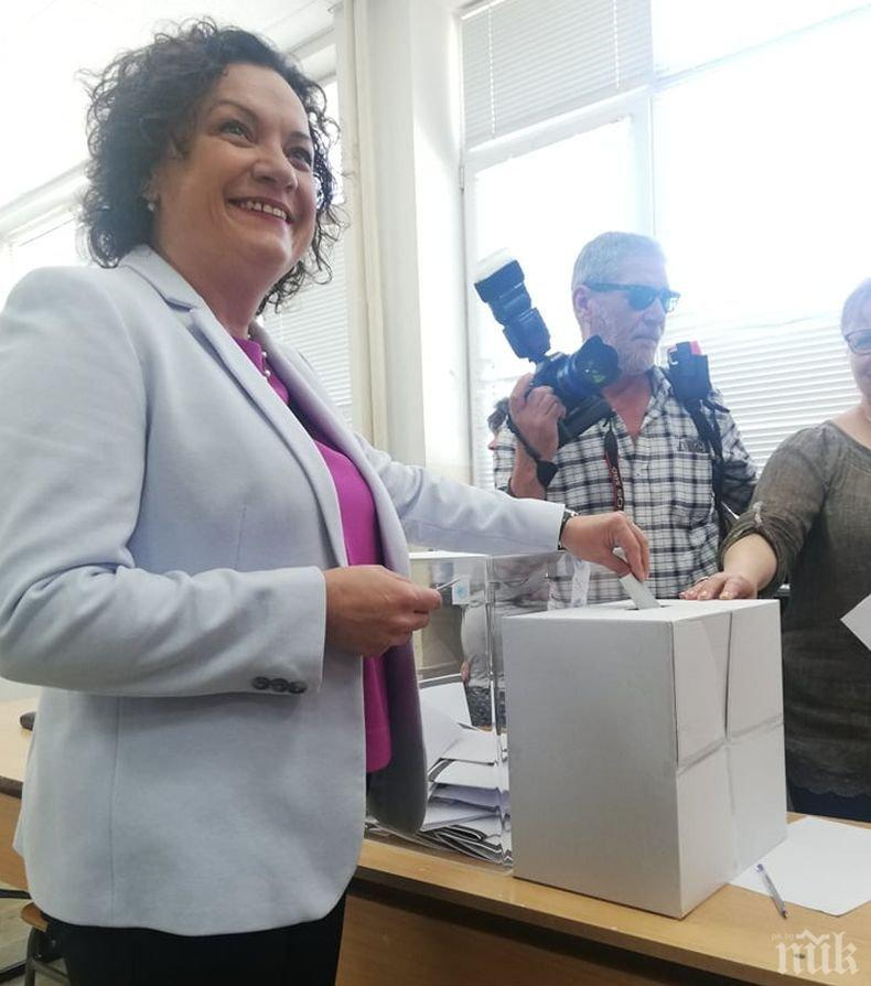 Ивелина Василева: Гласувах децата ни да растат в чиста и здравословна среда