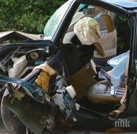 ТРАГЕДИЯ НА ПЪТЯ: 18-годишно момиче загина при челен сблъсък на остър завой край Ловеч