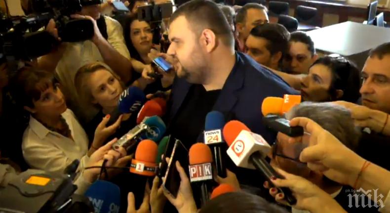 ПЪРВО В ПИК TV! Делян Пеевски отново в парламента - сваля ДДС на хляба и лекарствата (ОБНОВЕНА)