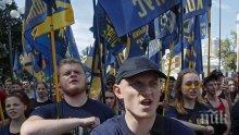 В УКРАЙНА СТАВА СТРАШНО: Националисти обсадиха къщата на Порошенко край Киев, искат той да бъде спешно арестуван