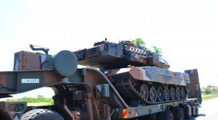тежка военна техника прекосява страната гръцки танкове преминаха петолъчката снимки