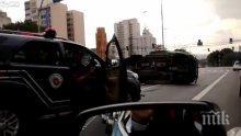ТРАГЕДИЯ: Автобус се преобърна върху коли в Бразилия, 17 души загинаха