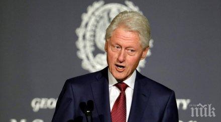 Бил Клинтън кацна в Прищина за 20-годишнината от влизането на НАТО в Косово