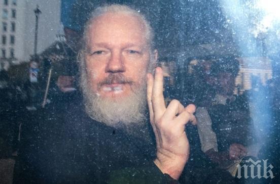 САЩ официално иска екстрадирането на Джулиан Асандж