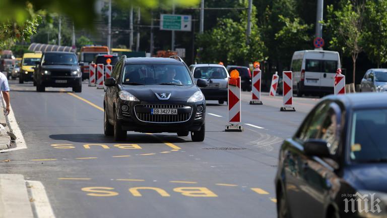 НИЩО НЕ ГИ СПИРА: Над 1000 нарушители за 48 часа изловени да карат в бус лентите в София