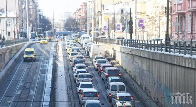 ВАЖНО: Преместиха спирката на тролеите в тунела на НДК