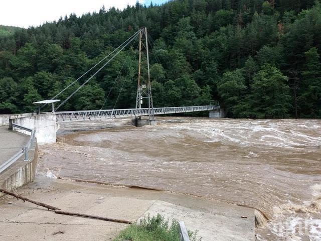 Нов център ще наблюдава за наводнения по реките Струма, Места, Арда и Марица