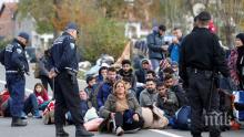 Четирима босненски полицаи са ранени при акция за преместване на мигранти от град Бихач