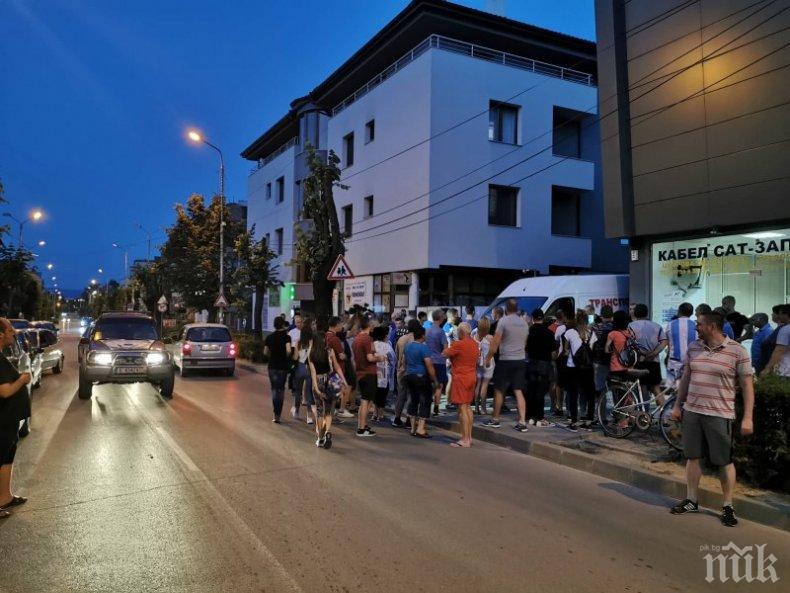 Гоце Делчев на протест! След акцията на ГДБОП градът остана без нет и телевизия