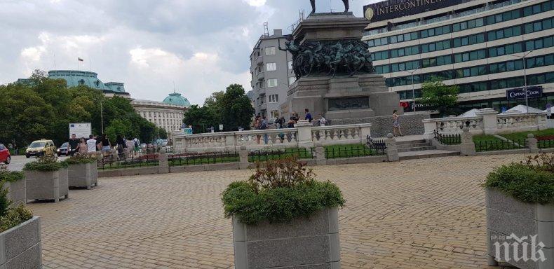 Пишман журналисти станаха за резил! Чакат липсващи протестиращи
