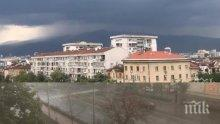 ПЪРВО В ПИК TV: Страшна буря се задава над София - тъмни облаци надвиснаха над столицата, вятърът е страховит