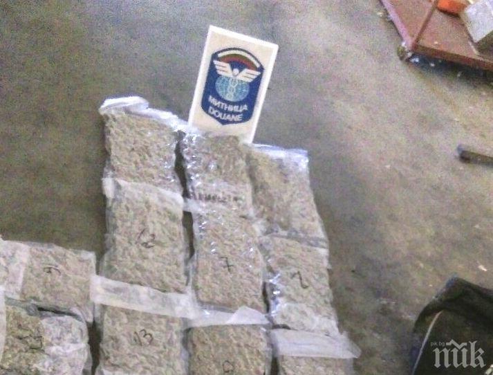 Митничари на Капитан Андреево спипаха 9 кг марихуана, скрита в шофьорската кабина на камион