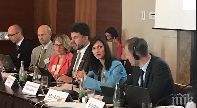 Мария Габриел: Ролята на европейските регулатори е ключова в борбата с дезинформацията