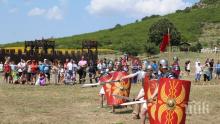 """Зрелищни двубои на войни от миналото събраха хиляди на античния """"Кабиле"""" край Ямбол"""