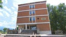 Образователни инспектори и полиция влязоха в училище в Ботевград