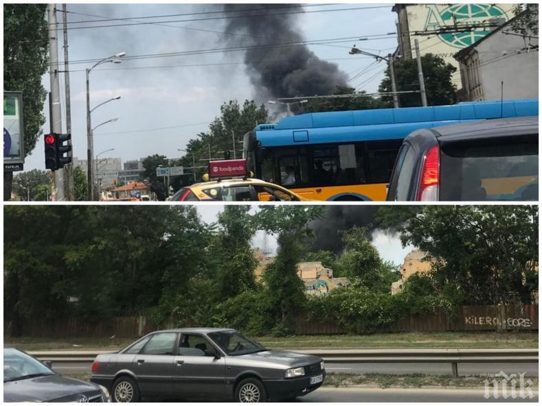 ИЗВЪНРЕДНО В ПИК TV: Огнен ад в София - черни кълба дим се издигат над столицата (СНИМКИ)