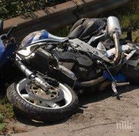 Моторист загина на място след удар в табела край Шумен