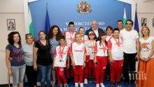 Министър Кралев награди отличили се деца с увреждания