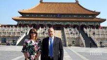 """САМО В ПИК И """"РЕТРО"""": Деси Радева с рокля за 250 лева в Китай (СНИМКИ)"""