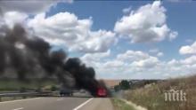 """Кола пламна в движение на магистрала """"Тракия"""" (СНИМКА)"""