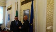 Комисията за борба със сивата икономика и контрабандата в НС награди Младен Маринов