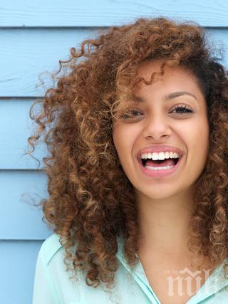 НЯКОЛКО ТРИКА ЗА ОСЛЕПИТЕЛНА УСМИВКА: Как да избелваме зъбите си без скъпи процедури