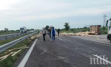 """ИЗВЪНРЕДНО: Тежък инцидент затвори магистрала """"Тракия""""! Вижте какво се случи между 106 и 107 километър (ОБНОВЕНА/СНИМКИ)"""