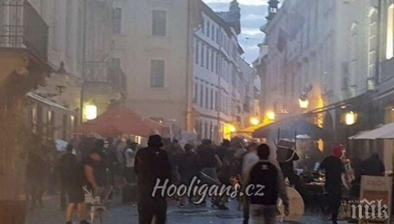 Див екшън: Здрав бой си спретнаха фенове на Левски, Аякс и Краковия насред Братислава. Има задържани (ВИДЕО)