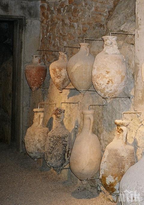 Откриха 22 сандъка с амфори на 2500 години