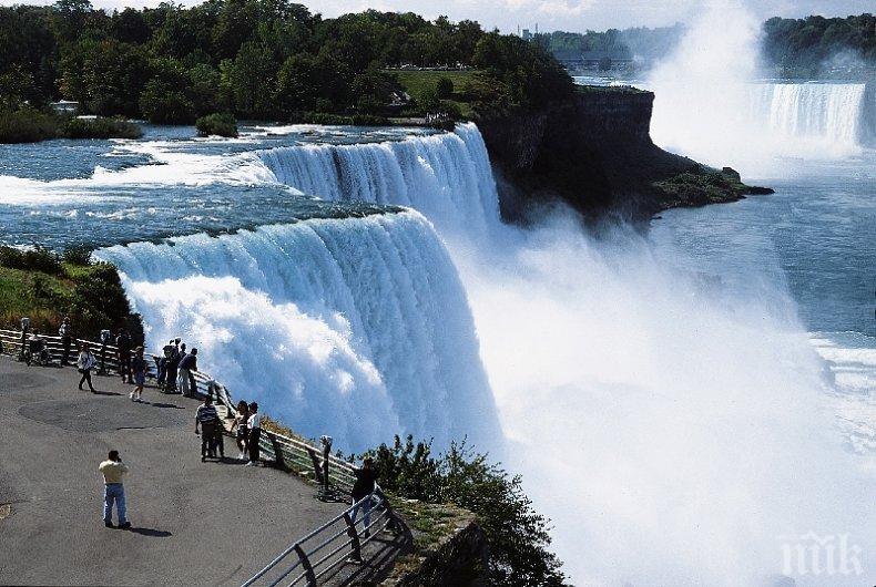 Мъж оцеля след падане от 57 метра в бушуващите води на Ниагарския водопад (ВИДЕО)