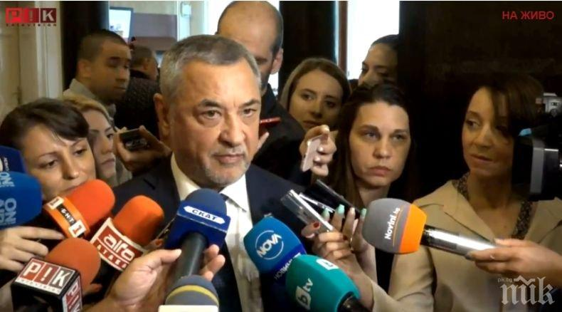 ИЗВЪНРЕДНО В ПИК TV: Валери Симеонов срещу машинното гласуване: Това е най-елементарната форма за манипулиране на избори! Опозицията влиза в нова спирала на падение
