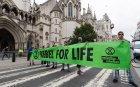 Екоактивисти блокираха завод за бетон в Лондон