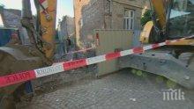 ИНЦИДЕНТ: Къща се срути в строителен изкоп в София (СНИМКИ)