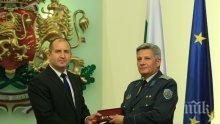 ИЗВЪНРЕДНО: Шефът на Военното разузнаване хвърли оставка