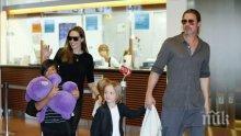 Анджелина Джоли остави децата си на Брад Пит, защото...