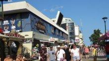 Туристите в Слънчев бряг търсят трева и екстази по сергиите и ресторантите